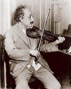 Albert-Einstein-et-la-musique[1]