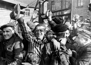 http://histoireetsociete.files.wordpress.com/2014/01/auschwitzliberation.jpg?w=300&h=213